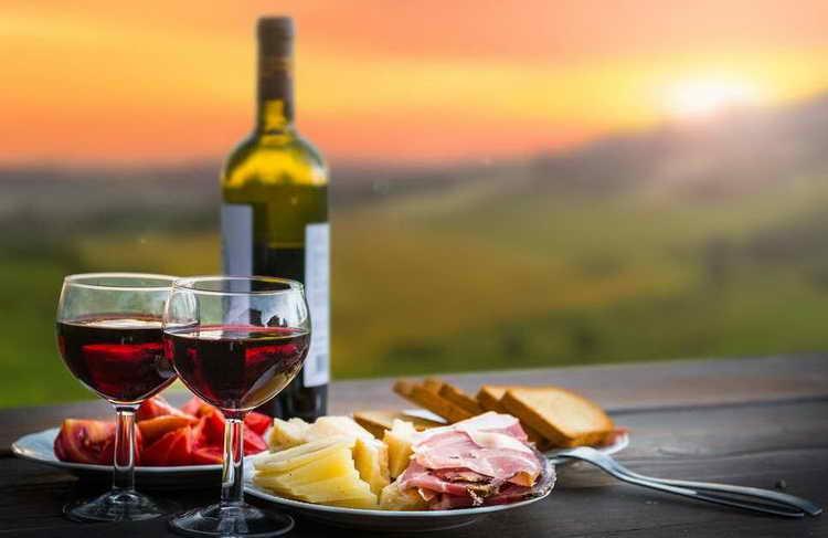 сколько калорий в бутылке красного сухого вина